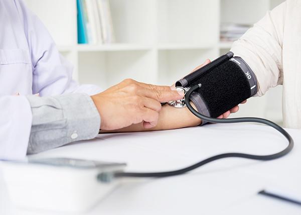 Pitkät työviikot yhteydessä korkeaan verenpaineeseen