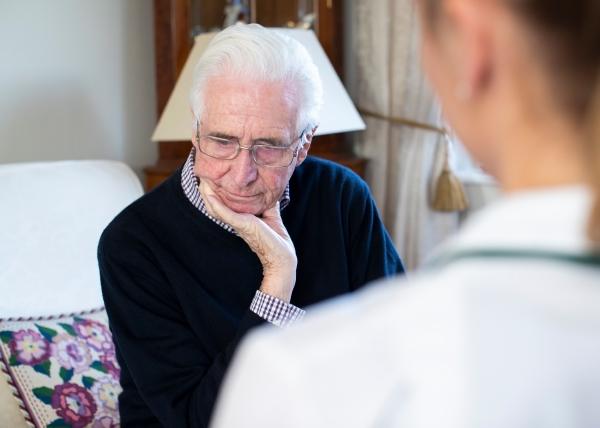 Dementiapotilaan masennus hoituu myös lääkkeettömästi