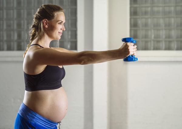 Liikunta raskauden aikana saattaa helpottaa synnytystä