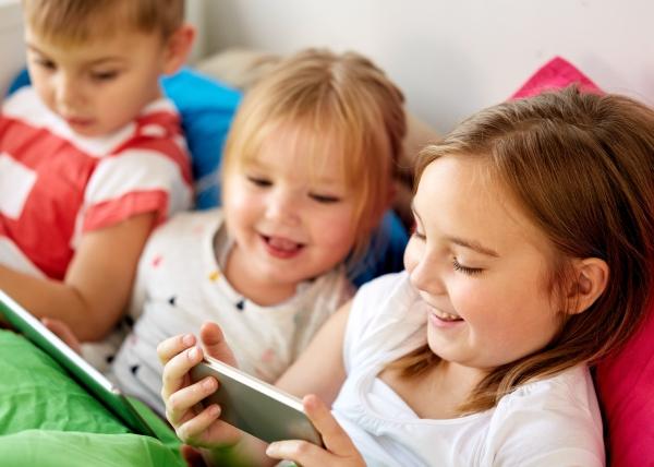 Ruutuajalla yhteys lasten kielenkehitykseen