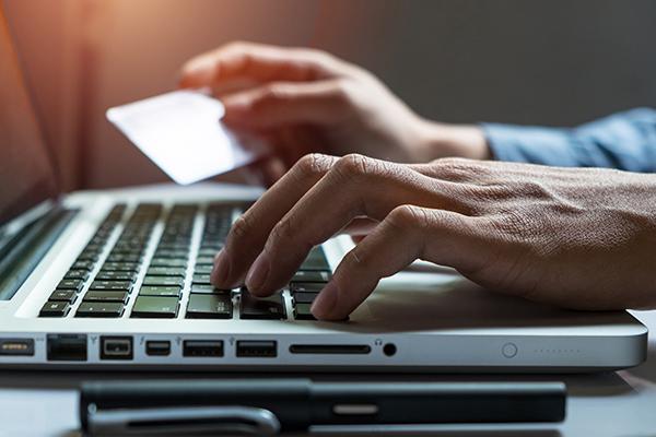 EU:n lääkevirasto varoittaa netissä myytävistä valelääkkeistä