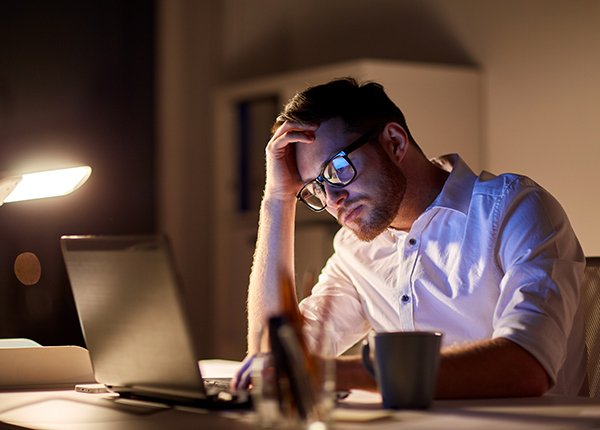 Pitkät työpäivät altistavat miehiä sydänsairauksille